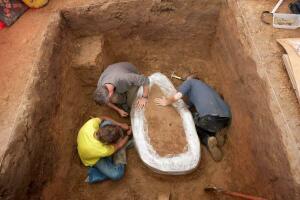 В 2020 году стал известен самый большой клад, найденный за всю историю человечества - tzr-ClzDlns.jpg