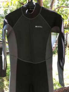 [Продам] Неопреновый костюмчег mauntain warehouse 2-3 мм - IMG_0830.JPG