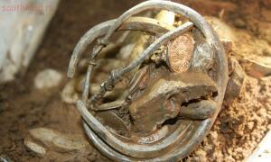 Археолог-любитель нашел клад эпохи Викингов - 3500.jpg