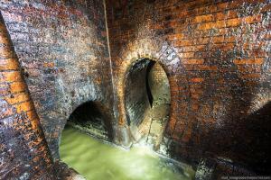 Подземные ходы под Каменском. - 6 Один из выходов колодец со скобами гораздо менее популярный чем лестница но в свое время я и через него вылезал.jpg
