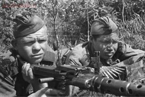 MG 34 vs ДП-27 в пехотном отделении - 3abc0c553b9c1b3e2f328f6a20f3ca74.jpg