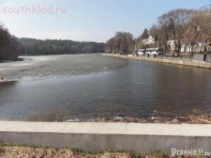 Озеро в городе,летом там можно взять катамаран или лодочку,прилетают лебеди... - 1365942393.jpg