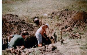 Пропавшие солдаты вермахта - 1996 г поле боя.jpg