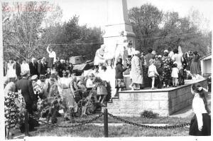 Старые фотографии поселок Глубокий - Поселок Глубокий, памятник в парке Островского (2).jpg