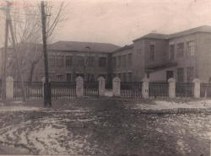 Старые фотографии поселок Глубокий - Глубокинская школа № 32 (старое здание) (3).jpg