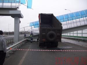 На трассе М-4 в Каменском районе рухнул пешеходный мост - most1.jpg