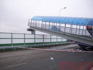 На трассе М-4 в Каменском районе рухнул пешеходный мост - most2.jpg