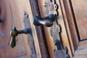 Определяем разный шмурдяк общая тема  - wood-antique-europe-mast-door-denmark-copenhagen-iron-traditional-man-made-object-door-handles-trinitatis-kirke-antique-door-1001340.jpg