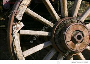 Светец или запчасть от телеги? - old-antique-wagon-wheel-stock-picture-193383.jpg