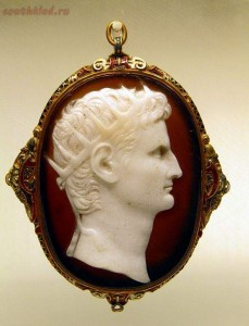 Изделия из древних веков, которые поражают своей красотой - First-century_AD_cameo_of_Augustus_wearing_the_rayed_crown_of_the_sun_god,_signifying_his_deification,_Romisch-Germanisches_Museum,_Cologne_(8115666537).jpg