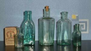 Аптечная посуда зеленого стекла - 6259727.jpg