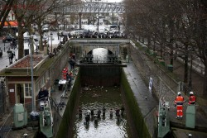 В Париже осушили канал Сен-Мартен - 2_029.jpg