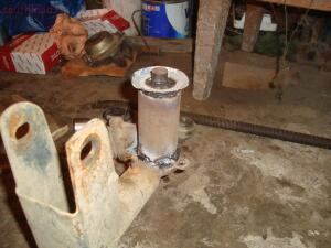 Сверху наварена шайба, а во внутрь приварена огранечительная втулка под подушки. - DSC00348.JPG