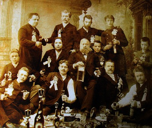 Фотографии царского периода с изображением бутылок, по 1917 - 6334248.jpg