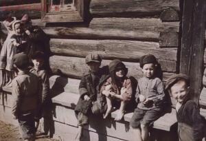 25 редких фотографий русской деревни, фото солдата вермахта - 9f7bea58c5b27eeba0eb43086c566895.jpg