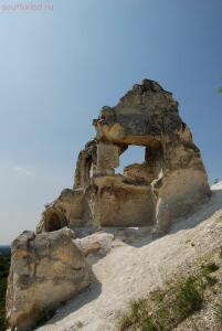 Остатки часовни возле современного монастыря сверху на холме -2. - DSC_0200.jpg