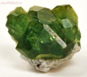 Самые дорогие драгоценные камни в мире - 15 Демантоид фото.jpg