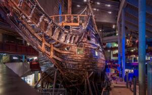 Единственный в мире сохранившийся корабль XVII века. - Vasa_Warship_XVIII_century_01.jpg
