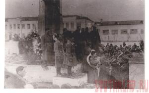 Митинг на площади в день прихода в город 333 стрелковой дивизии - 13 февраля 1943г - Статья 11.jpg