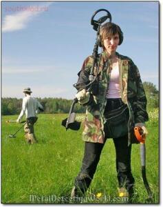 Девушки с металлоискателем - girl_metal_detecting.jpg