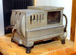Тостер. На три кусочка хлеба . - 20110616_old_gadget_kitchen02.jpg