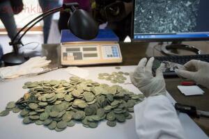 Клад в 600 кг монет - 0-1d74ae-f302a9e2-orig.jpg