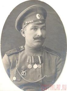 На груди у подпрапорщика на должности фельдфебеля артиллерии знак нижний За состязательную стрельбу полевой артиллерии. 1907год - VFZhYP3GYSo.jpg
